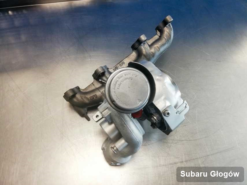 Zregenerowana w firmie w Głogowie turbosprężarka do samochodu koncernu Subaru na stole w laboratorium naprawiona przed nadaniem
