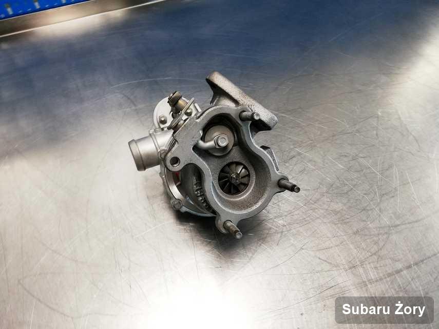 Wyremontowana w przedsiębiorstwie w Żorach turbosprężarka do aut  spod znaku Subaru przygotowana w laboratorium po regeneracji przed wysyłką