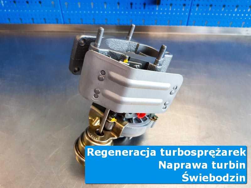 Układ turbodoładowania po wizycie w ASO na stole w laboratorium z Świebodzina