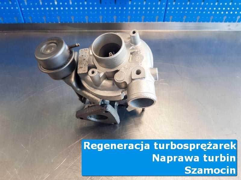 Układ turbodoładowania przed montażem na stole w laboratorium z Szamocina