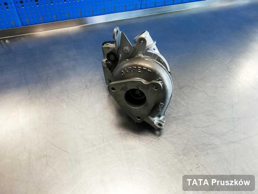 Wyczyszczona w laboratorium w Pruszkowie turbina do samochodu producenta TATA na stole w warsztacie po regeneracji przed wysyłką