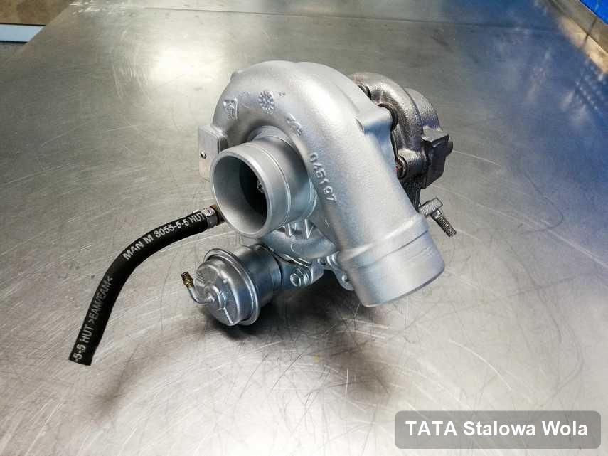 Wyczyszczona w pracowni w Stalowej Woli turbina do pojazdu producenta TATA na stole w laboratorium wyremontowana przed nadaniem