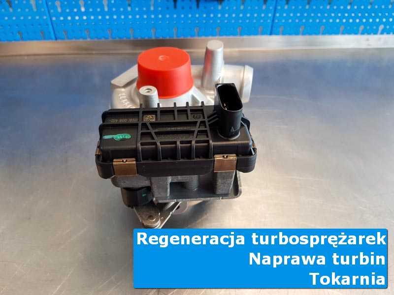 Układ turbodoładowania po przygotowaniu na stole w pracowni w Tokarni