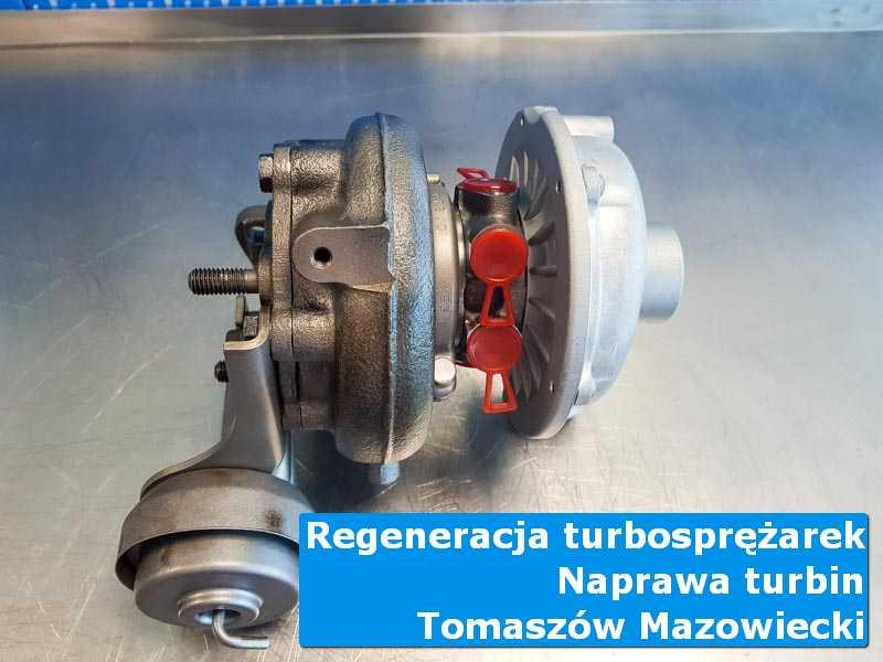 Turbosprężarka przed pakowaniem na stole pracowniczym w Tomaszowie Mazowieckim