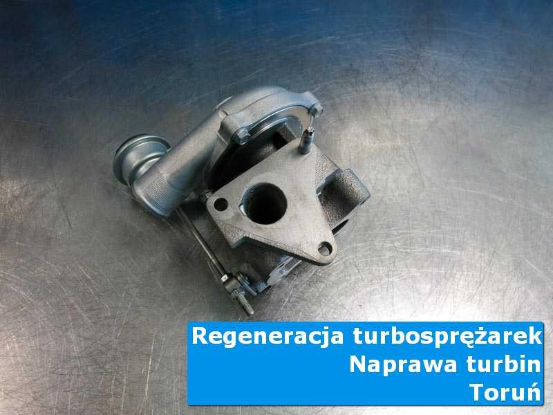 Turbosprężarka przed wymianą na stole w pracowni w Toruniu