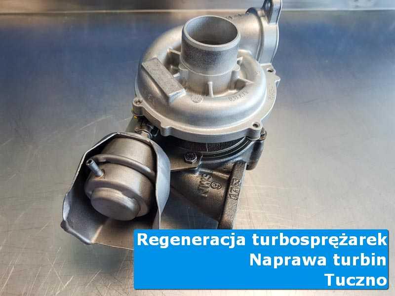 Turbosprężarka przed demontażem na stole w pracowni w Tucznie