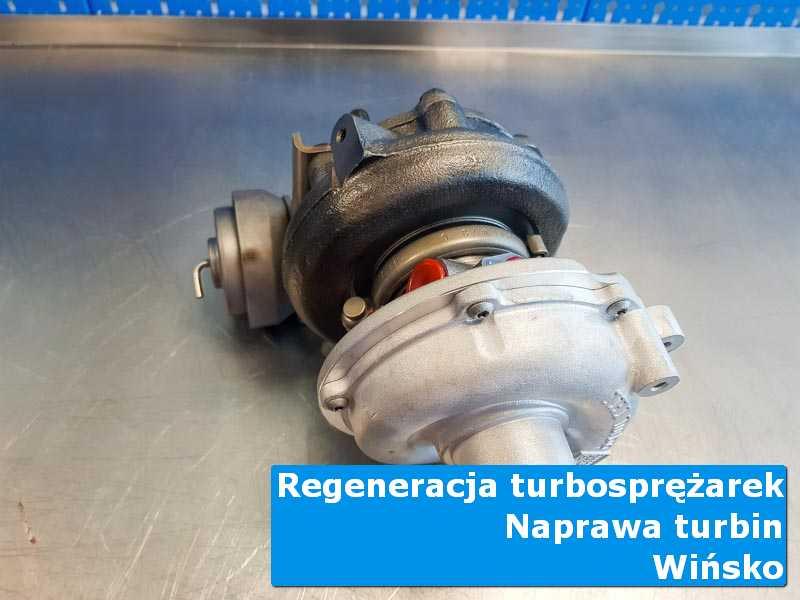 Turbosprężarka po demontażu na stole w laboratorium z Wińska