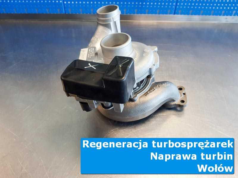 Turbosprężarka po demontażu na stole pracowniczym z Wołowa