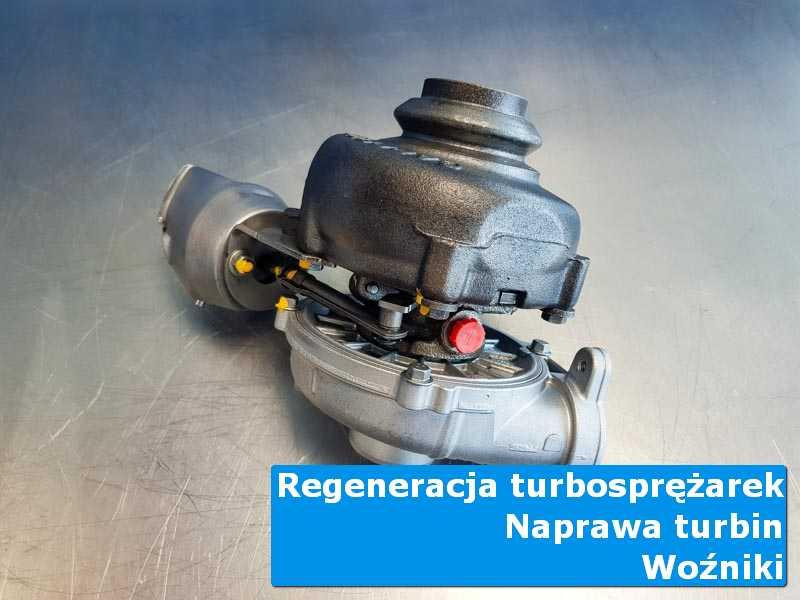 Układ turbodoładowania przed demontażem na stole w laboratorium w Woźnikach