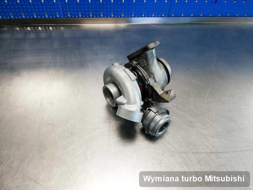 Turbina do samochodu osobowego spod znaku Mitsubishi po remoncie w przedsiębiorstwie gdzie przeprowadza się  serwis Wymiana turbo