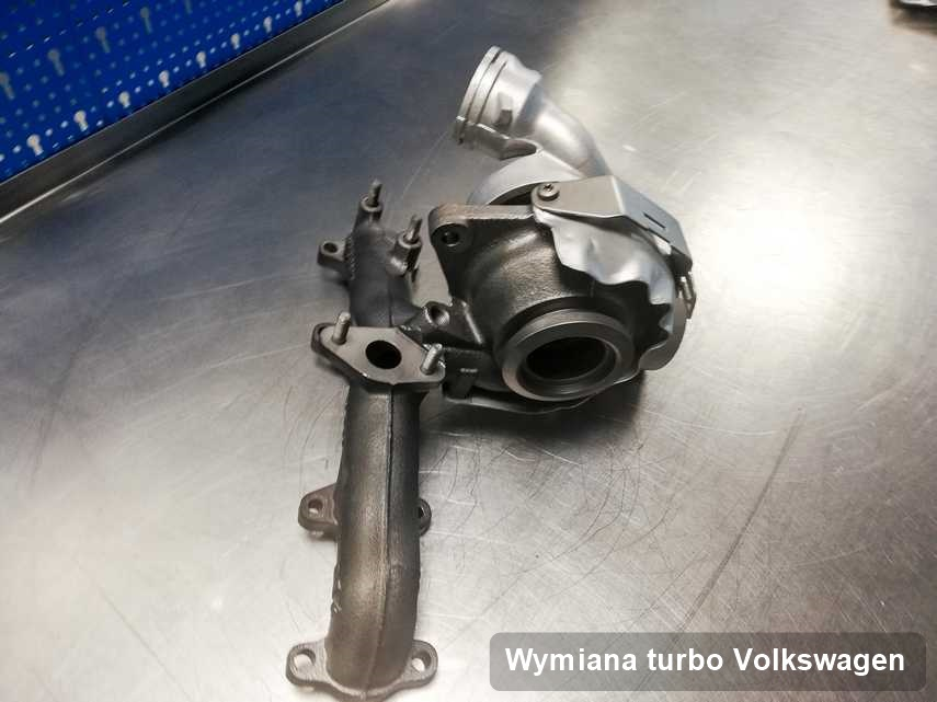 Turbosprężarka do auta osobowego spod znaku Volkswagen wyczyszczona w laboratorium gdzie zleca się serwis Wymiana turbo