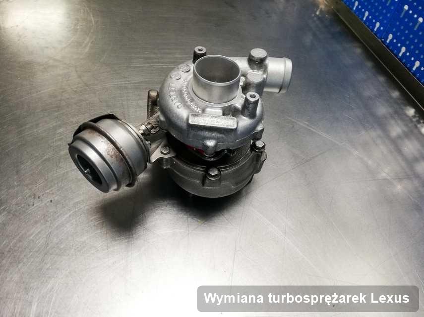 Turbina do samochodu osobowego sygnowane logiem Lexus wyremontowana w pracowni gdzie zleca się usługę Wymiana turbosprężarek