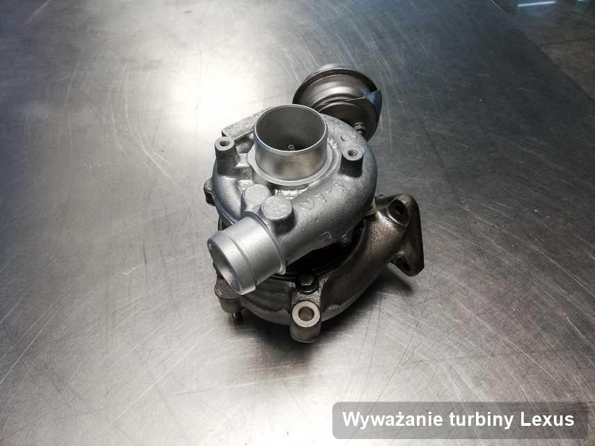 Turbosprężarka do auta z logo Lexus zregenerowana w przedsiębiorstwie gdzie przeprowadza się  serwis Wyważanie turbiny