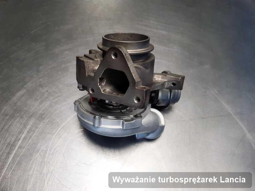 Turbosprężarka do osobówki producenta Lancia po naprawie w laboratorium gdzie wykonuje się serwis Wyważanie turbosprężarek